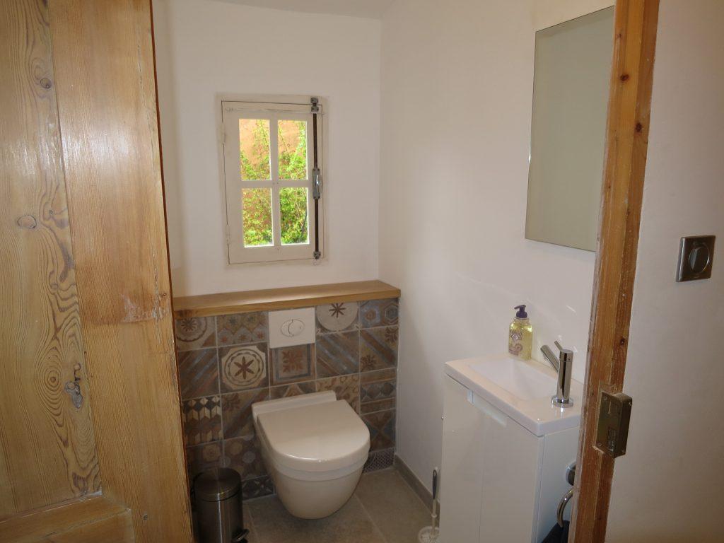 toilettes séparées au Mas du Luberon