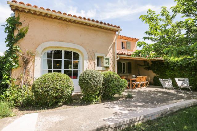 gîte Le Mas des Lavandes, 2 chambres indépendantes, une terasse couverte et jardin privatif