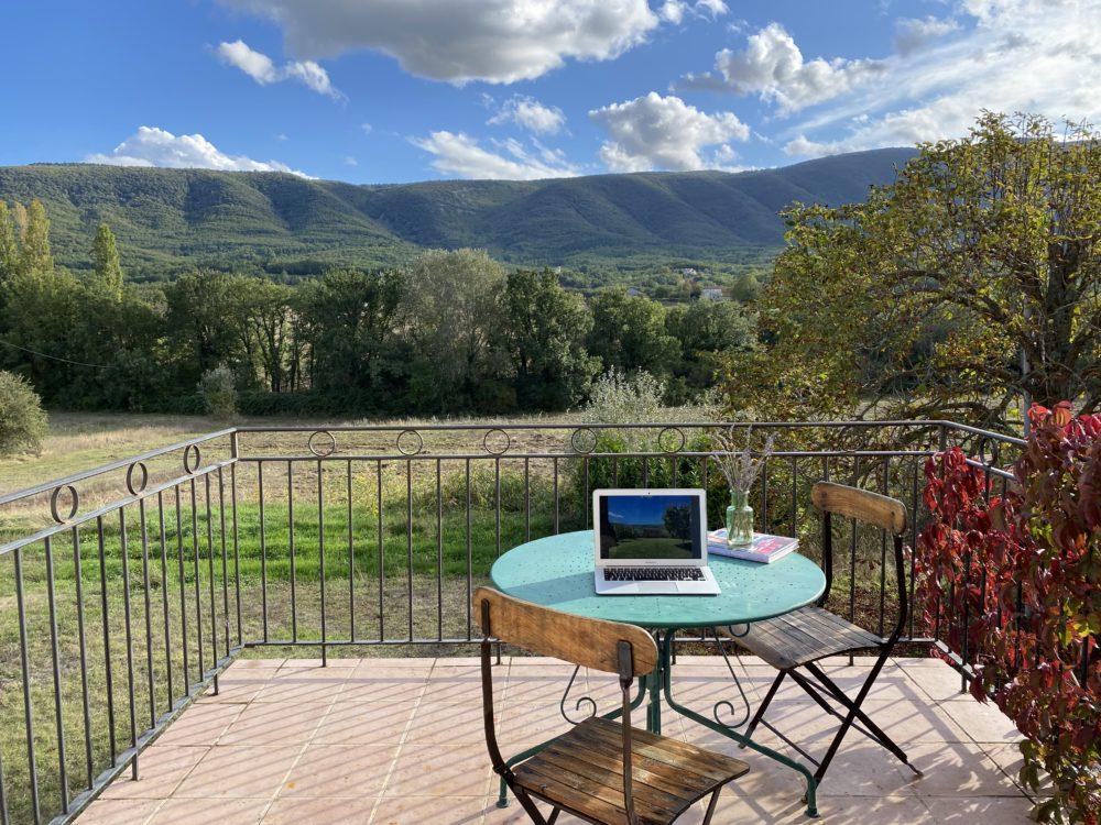 Télétravail en Provence au domaine de la Bastidonne à Céreste. Location de Mas dans le Luberon